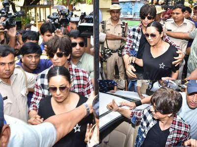 SRK turns bodyguard for Gauri outside booth