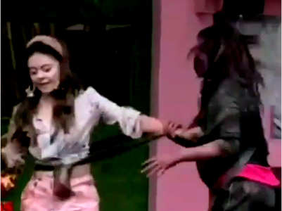 BB13: Devoleena-Shehnaz get into a fight