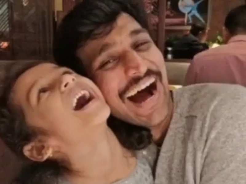 Pratik Gandhi kickstarts Diwali celebrations with his lovely daughter |  Gujarati Movie News - Times of India