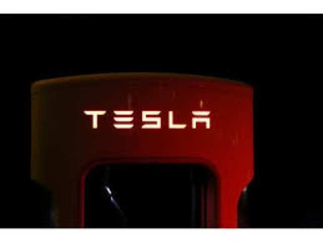 Tesla under scrutiny over software, battery problems