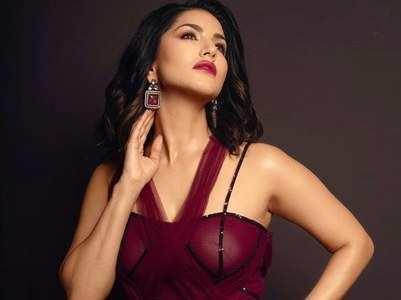 Sunny Leone grooves to 'Laila Main Laila'