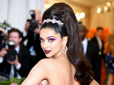 Bejewelled hair accessories are in trend this season