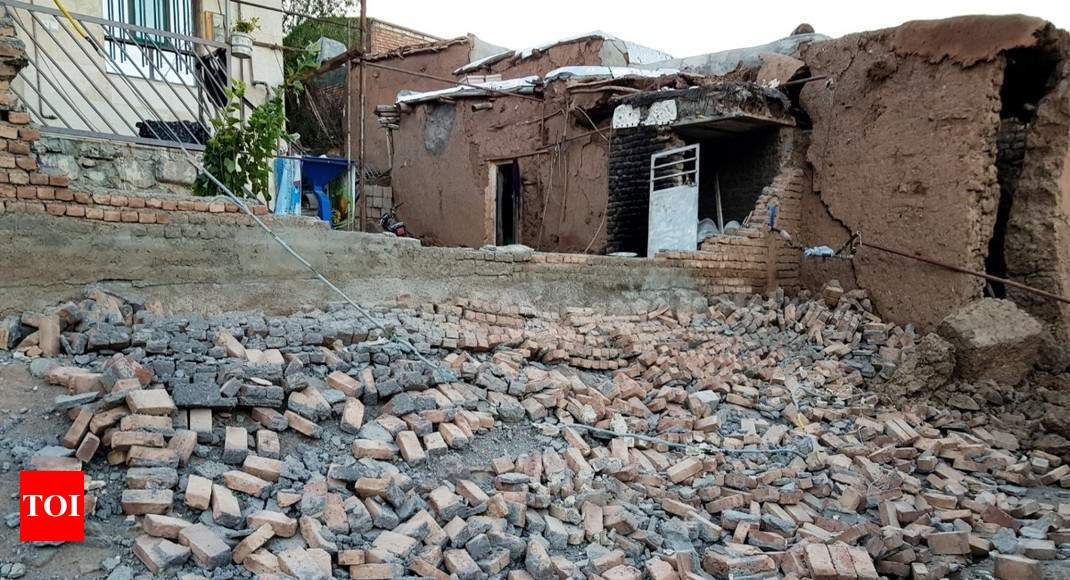 Iran earthquake kills five, leaves 300 injured