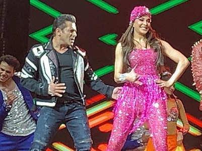 Salman & Jacqueline dance on 'Munni Badnam'