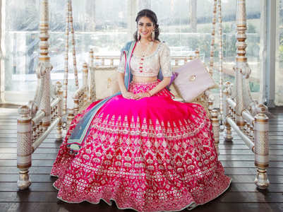This bride wore a stunning lehenga for her Mehendi!