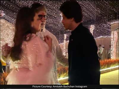 Pic:Big B in 'serious' talks with SRK & Gauri