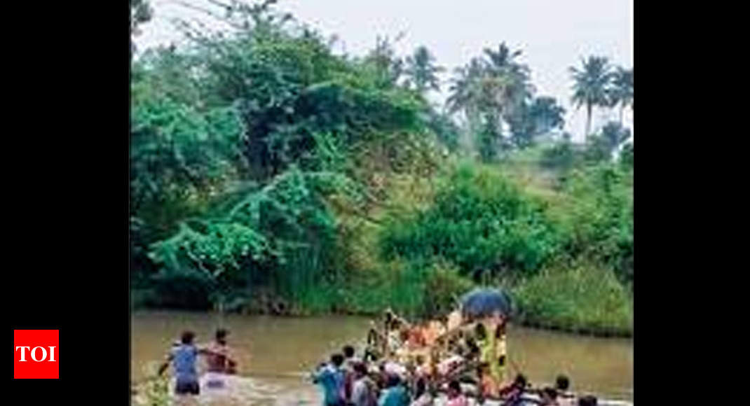 Mourners have to wade through four-feet-deep muddy river to reach village burial ground - Times of India