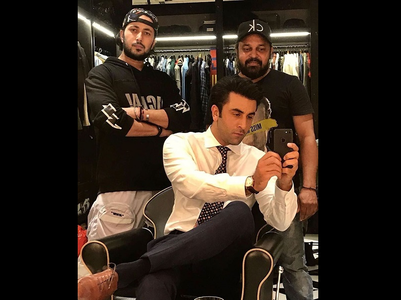 Ranbir looks dapper in THIS mirror selfie