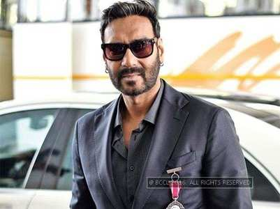 Ajay to make 'Phool Aur Kaante' remake