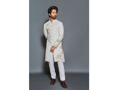 Pic: Shahid looks regal in a sherwani