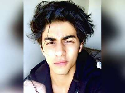 SRK's son Aryan's 22nd bday: Fans pour in love