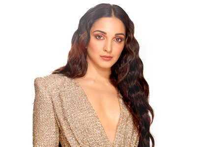 Kiara Advani looks super hot in this shimmery dress!