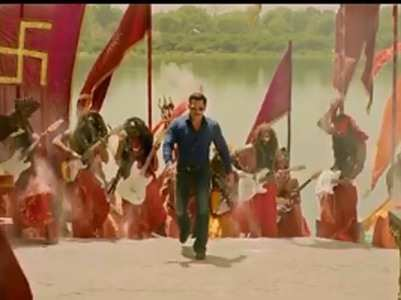 Salman Khan adds a twist to 'Hud hud' song