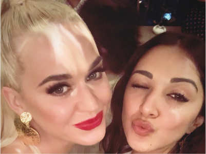 Kiara & Katy pose for a selfie together
