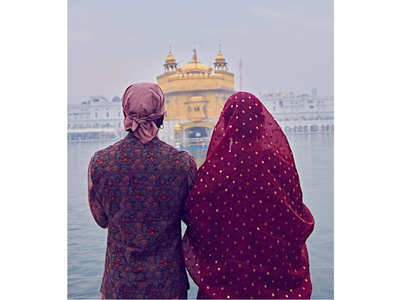 Pic: Ranveer-Deepika pray at Golden Temple