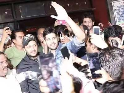 VIDEO: Sidharth mobbed by fans for selfies