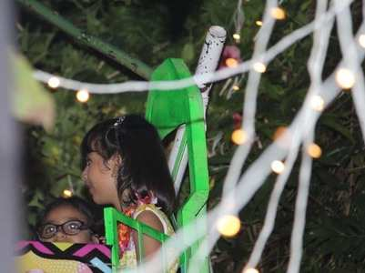 PIC: Ash-Aaradhya enjoy the Ferris-Wheel ride