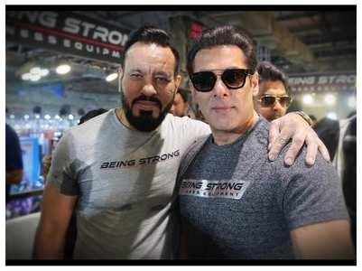 Salman shares a pic with bodyguard Shera