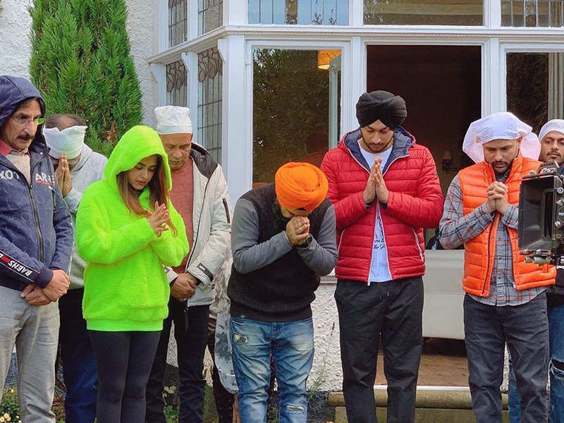The shoot of Amrinder Gill and Simi Chahal's 'Chal Mera Putt 2' goes on floor