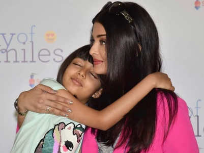 Adorable! Ash and Aaradhya's candid pose