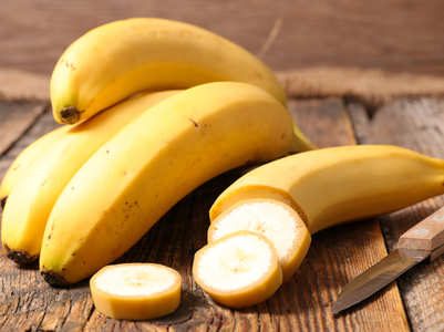 Is it safe to eat bananas at night?