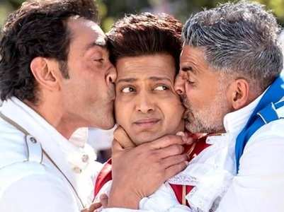 'Housefull 4' continues to compete with 'Bala'