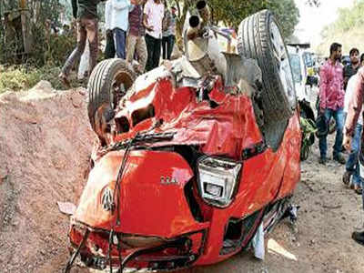 One dead as vehicle falls off new flyover in Hyderabad