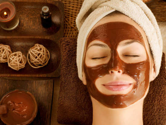 Types of homemade chocolate masks that helps you achieve glowing skin