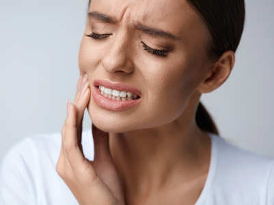 5 natural remedies to get rid of tooth and gum pain