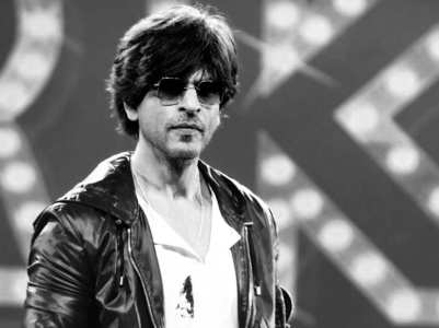 Fans say 'the king is back' as SRK signs a film
