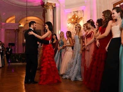 Pics: Sanjay-Shanaya at le Bal des Débutantes