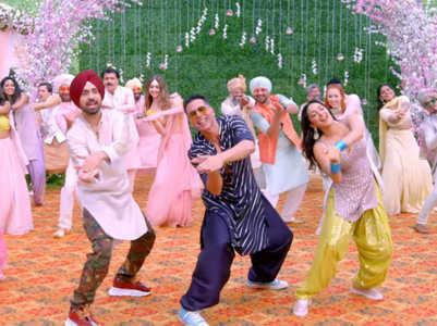 Sauda Khara Khara is a perfect dance song