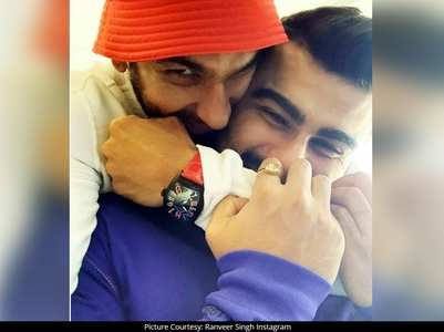Ranveer poses for a happy selfie with Arjun