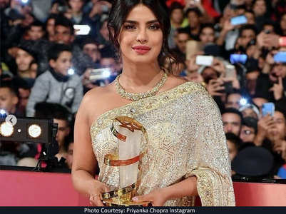 Watch: Priyanka dazzles in a shimmery saree