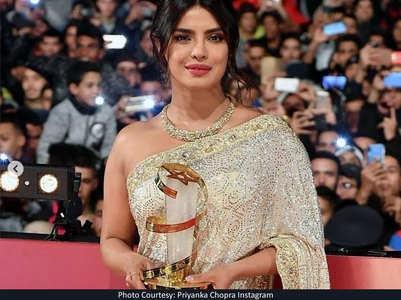 Watch: Priyanka dazzles in a shimmery saree