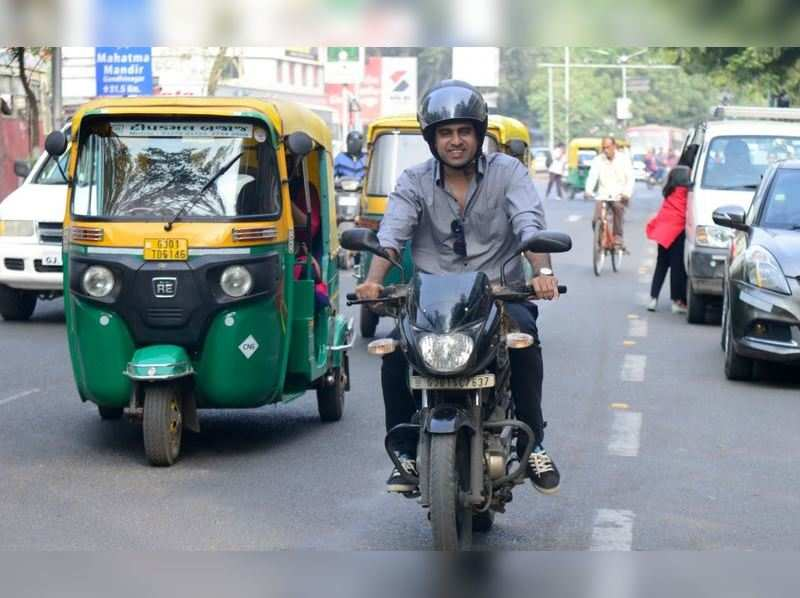 Actor Tushar Sadhu urges Amdavadis to wear helmet despite it being optional