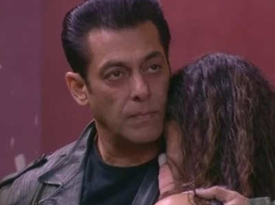 Salman Khan tries to calm Rashami