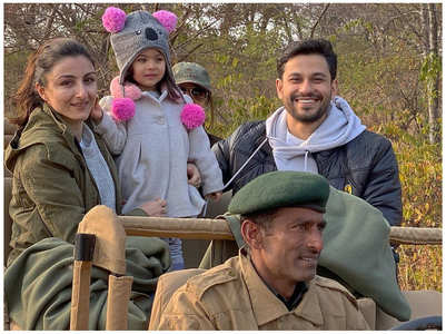 Inaaya enjoys a jungle safari with Soha-Kunal