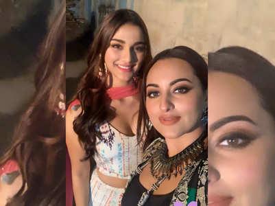 Selfie time! 'Dabangg 3' Divas Sonakshi-Saiee