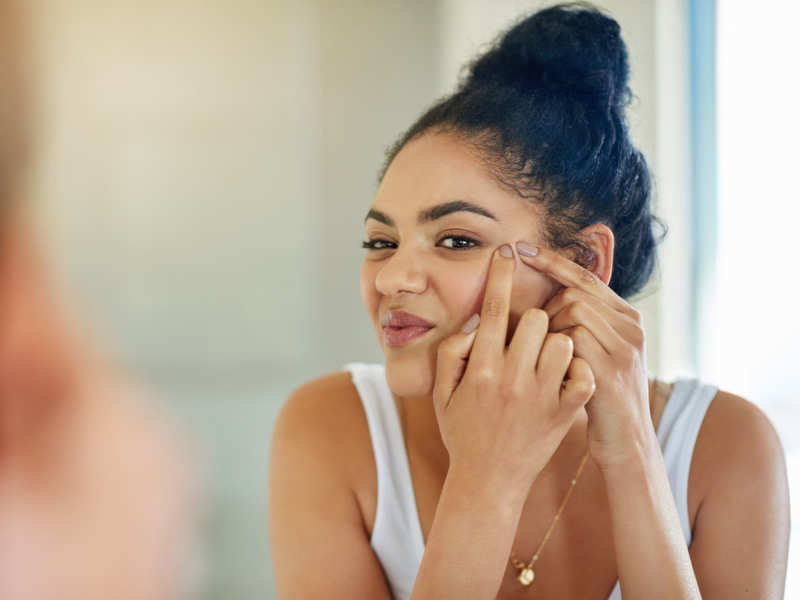 4 daily habits that can give you acne - Times of India