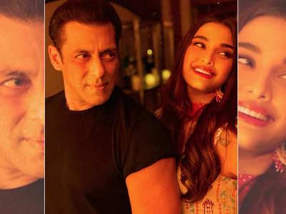 'Dabangg 3'stars Salman-Saiee pose for a pic