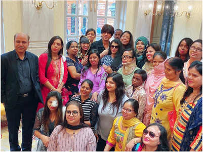 SRK lends supports to acid-attack survivors