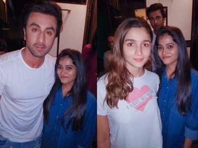 Ranbir and Alia pose for pics with a fan