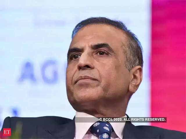 There are people who can easily afford Rs 500 but they are being forced to pay Rs 250, as telecom operators are fighting like cats and dogs in the market, says Mittal.