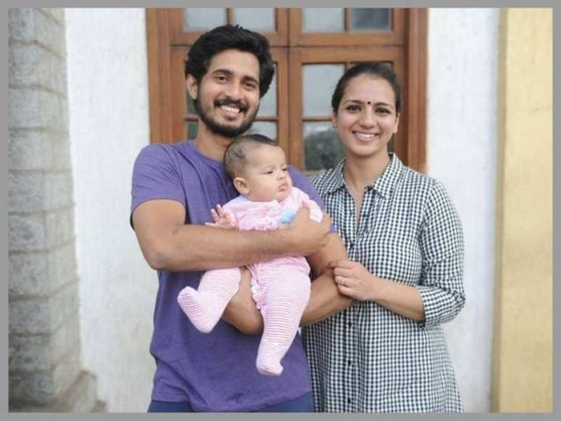 Photo: Sruthi Hariharan finally goes public with her daughter
