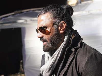 Suniel Shetty on his man bun for 'Darbar'