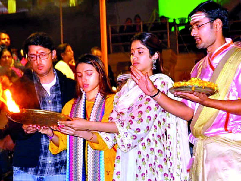 Janhvi Kapoor was a part of the famed Ganga Aarti on Saturday evening (BCCL)