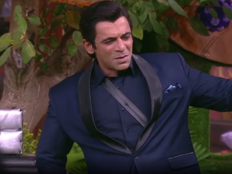 Bigg Boss 13: Sunil Grover copies Salman Khan; throws coat and tells contestants he 'doesn't want to do this sh*t'