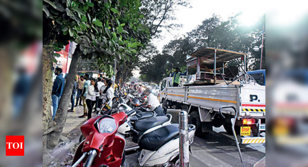 - photo - Pune Cantonment Board removes 50 hawkers, seizes 20 handcarts | Pune News