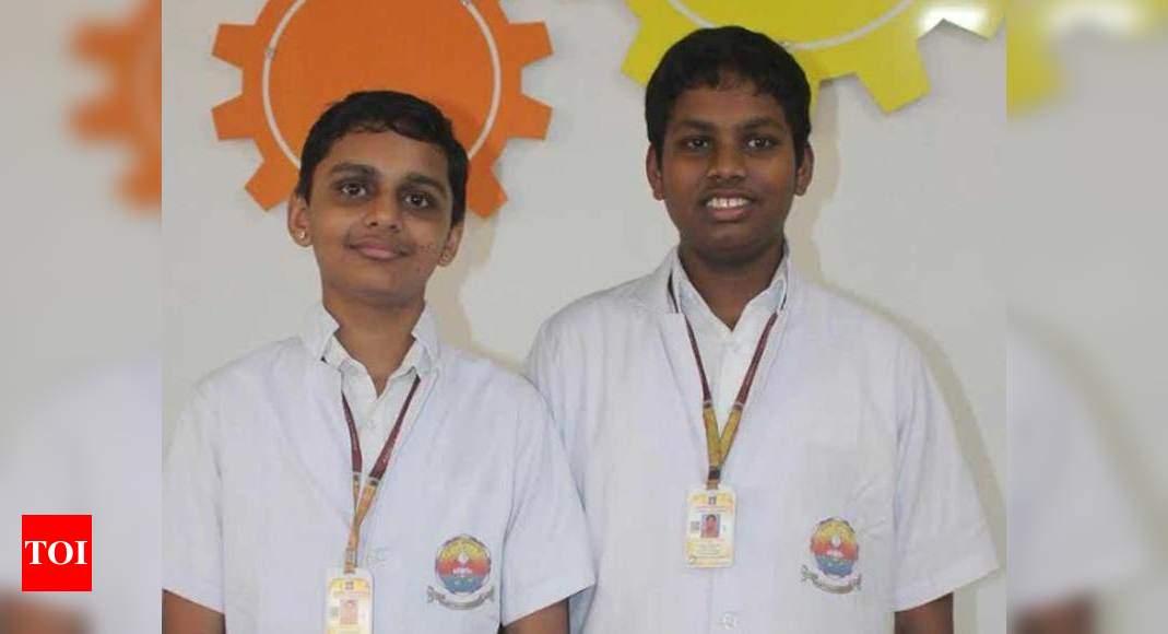 Каннурские студенты выступают с презентацией в Fablearn Asia